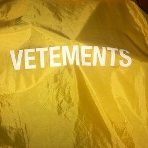 #Vetements #raincoat #yellow